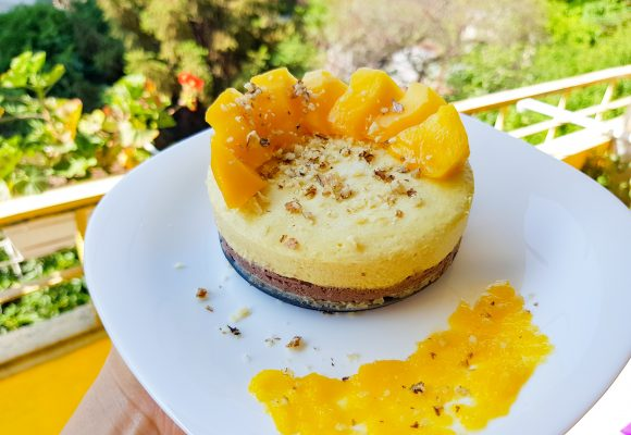 Веган торта с манго и какаов крем