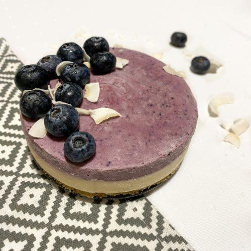 Сурова торта с боровинки и ванилия