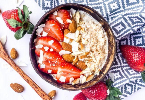 Oвесени ядки с кисело мляко, ягоди и чуден аромат