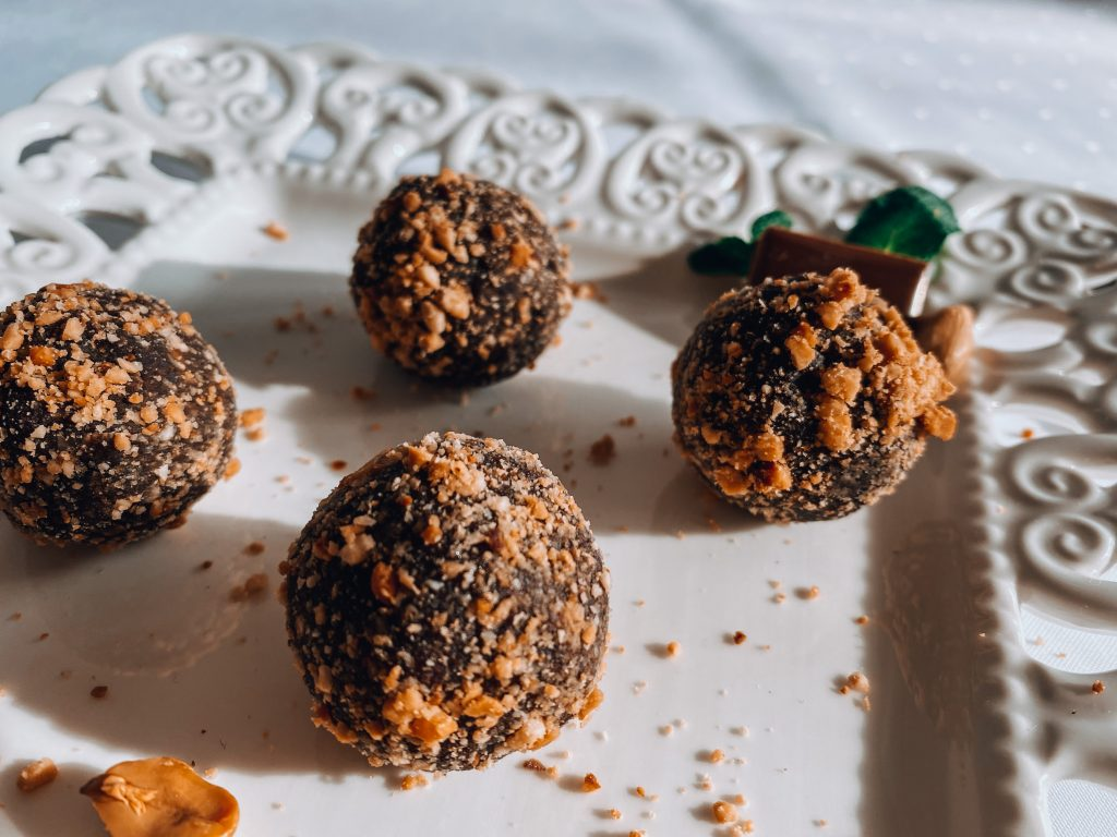 Сурови бонбони с ядки и ром