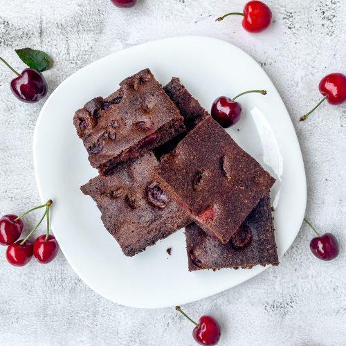 shokoladov-sladkish-s-chereshi